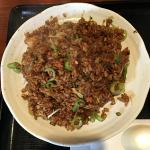 吉祥寺の中華料理屋「小龍(シャオロン)」で黒炒飯のランチBセットに焼小籠包もプラス
