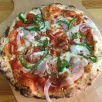 ピザ 24種類が 500円均一という「GARAGE 50」でミックスピザ(吉祥寺ランチ)