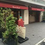 移転していた「カレルチャペック紅茶店」で色が変わる「コナンコラボ カラートリックティー」を発見