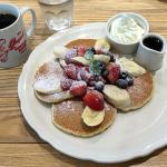 「オリジナルパンケーキハウス 吉祥寺店」でミックスフルーツパンケーキをいただく