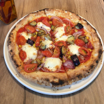 「クラスト(CRUST Pizza & Caffé)吉祥寺店」で生地やトッピングなどを自由に選べるピッツアでランチ