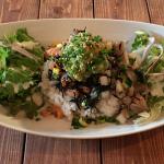 「Giovanni's(ジョバンニーズ )Cafe&Diner」でいかにもハワイアンな「アヒロミボウル」をいただく