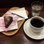 「吉祥寺スイーツブック」掲載の東小金井「すずのすけの豆」で自家製濃厚チョコレートケーキをいただく