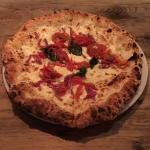 東小金井の「PIZZERIA TARTARUGA(タルタルーガ)」でモッチリ生地のピザをいただく