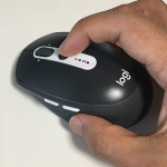 「FLOW」機能対応のワイヤレスマウス「Logicool M585 MULTI-DEVICE」は 2台間の切替ボタンが便利