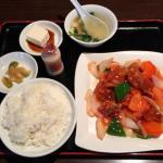 吉祥寺の中華居酒屋「三百宴や」のランチサービスで「酢豚定食」をいただきました