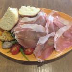 イタリアン食堂「Va bene(ヴァベーネ)」で生ハムたっぷりワンプレートをいただく(吉祥寺ランチ)