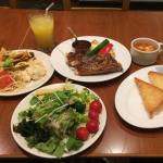 「Sizzler(シズラー)三鷹店」の「BBQ ポリネシアン ポークリブ」とプレミアムサラダバーでお腹一杯!