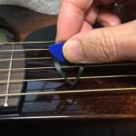 「サイレントギター」でも激しいストローク演奏は気になるので「サイレントピック」も購入