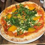 SALAD&PIZZA「CONA FARM」吉祥寺店で野菜たっぷりのピザとサラダのランチセットが嬉しい