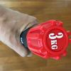 エアロビックバー 3kg(EXG803)をかついで姿勢正しくスクワット