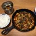 19cm スキレットで新宿中村屋の「辛さ、ほとばしる麻婆豆腐」をアツアツでいただく
