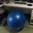 バランスボールを椅子にして運動不足と腰痛を解消