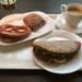 ドイツパン専門店「リンデ・吉祥寺本店」で具だくさんチキンサンドとブレッツェル&ライ麦パンのランチ