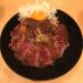 「the 肉丼の店」の吉祥寺店限定メニュー「ランプステーキと旨煮丼~卵黄のせ~」で肉盛りランチ